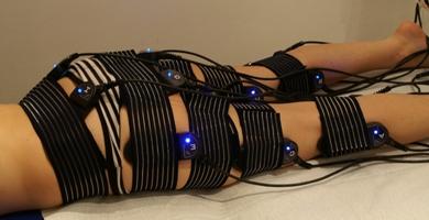 На каждом датчике включается синяя подсветка во время выполнения процедуры